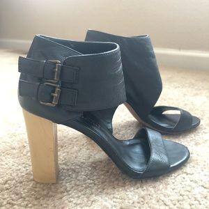 Sole society black/cream block hill sandals 6.5